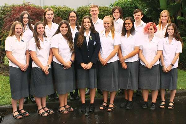 Photo Yr 11 Gold distinction medallion recipients 2016